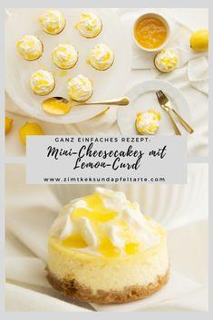 Cremig, fruchtig und unglaublich lecker: meine Mini-Cheesecakes mit Lemon-Curd. Einfaches und schnelles Rezept, toll vorzubereiten. Perfekt zum Sonntagskaffee oder zum Brunch. Toll an Ostern und schmeckt einfach jedem! Cheesecake geht doch wirklich immer! #cheesecake #lemoncurd #einfach #lecker #fruchtig #ostern