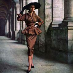 Jean Patchett wearing dress by Martini Designed 1950, photo by Milton Greene