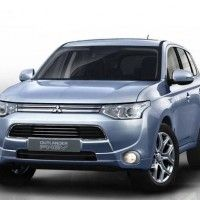 Mitsubishi Outlander Plug-In Hybrid stops, drops, and rolls to U.S. in 2014