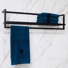Creëer een luxe uitstraling met de horizontale variant van het TLF Orlando handdoekenrek. Industrieel en handgemaakt. Een blikvanger in iedere badkamer! Orlando, Downstairs Bathroom, Master Bath, Toilet, House Design, Shower, Bath Room, Iron, Studio