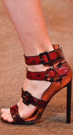 Christian Siriano Fall 2015 Ready-to-Wear Collection Shoes Christian Siriano, Christian Louboutin, Jimmy Choo, Stiletto Heels, High Heels, Sexy Heels, Prada, Runway Shoes, How To Wear Leggings