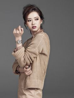 The mesmerizing hazel eyes of Go Ara pierces through the latest pages of High Cut while she pimps Stonehenge jewelry and several watches from Gallery O'Clock. Korean Actresses, Asian Actors, Actors & Actresses, Korean Actors, Korean Beauty, Asian Beauty, Go Ara, Korean Model, Korean Style