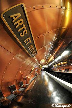 """Paris Metro Station """"Arts et Métiers"""" designed by François Schuiten"""