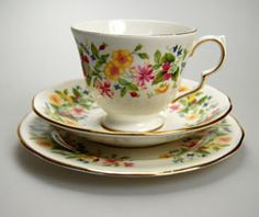 Pretty vintage Colclough tea cup set pattern Hedgerow including tea cup, saucer and side plate matching teacup trio.