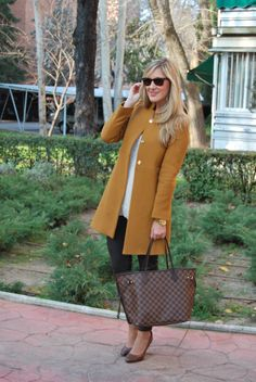 mustard coat:) cute outfit as well Preppy Mode, Preppy Style, Style Me, Fall Winter Outfits, Autumn Winter Fashion, Fall Fashion, Blazers, Winter Stil, Work Fashion