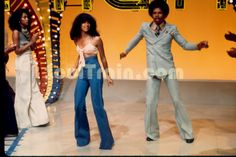 Soul Train 1970s Fashions   line-dance-13-187