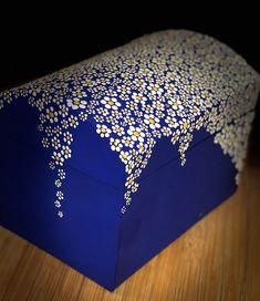 Acryl dots on box Dot Art Painting, Mandala Painting, Stone Painting, Painting Tips, Painting Techniques, Painted Wooden Boxes, Diy And Crafts, Arts And Crafts, Mandala Rocks