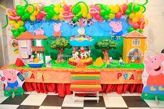 Linda mesa decorativa da Peppa Pig! Detalhes sobre esta festa no blog Mamãe Prática. Acesse: http://mamaepratica.com.br/2014/08/22/festa-da-peppa-pig/ decoração infantil, festa infantil, festa, Peppa Pig, festa da Peppa, porquinha, criança, infância