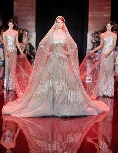 Tras ver toda la colección de Alta Costura otoño-invierno 2013/14 de Elie Saab, llegó el vestido más esperado del desfile, la novia. ¡La moda es arte!