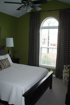 I love this bedroom for a Guest Bedroom or My son maybe later in age. Love the African Black and White prints with the Green!