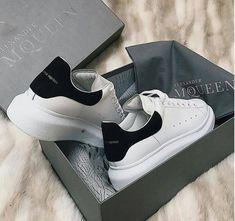 Shop the latest Alexander McQueen Sneakers for women now. Moda Sneakers, Sneakers Mode, Black Sneakers, Sneakers Fashion, Fashion Shoes, Nike Fashion, Black Shoes, Alexander Mcqueen Sneakers, Cute Shoes
