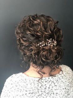 So, I've got naturally curly hair with pretty tight curls with a few curls thrown into the mix for good measure. Wedding Hair And Makeup, Hair Makeup, Hair Wedding, Curly Bridal Hair, Curly Wedding Updo, Bridesmaid Hair Curly, Bridal Updo, Bride Hairstyles, Wedding Hairstyles For Curly Hair