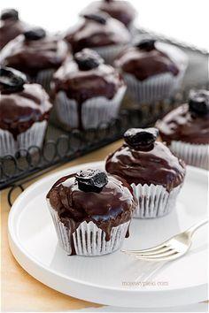 "Muffins ""Plum in chocolade"" Cupcake Flavors, Cupcake Recipes, Dessert Recipes, Desserts, Polish Recipes, Top Recipes, Sweet Recipes, Cheesecake Pops, Chocolate Muffins"