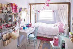 love this as a dorm room decor idea