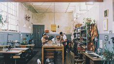 Oficio studio na sua lua casa perico, apartment painting, studio apartment, Garage Art Studio, Art Studio Organization, Turbulence Deco, Workshop Studio, Interior And Exterior, Interior Design, Workspace Inspiration, Dream Studio, Studio Apartments