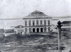 Teatro São Pedro em 1865. - Fonte http://websmed.portoalegre.rs.gov.br/escolas/obino/cruzadas1/atividades_porto_alegre/porto_alegre/atividades_porto.html