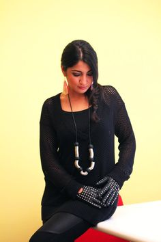 shopping online wearing Carla Matos necklace and Anna Neri earrings for Scicche. www.scicche.it