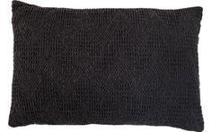 Dit zwarte, gehaakte kussen van wol maakt je huis gezellig! - 60x40 - Goossens wonen & slapen
