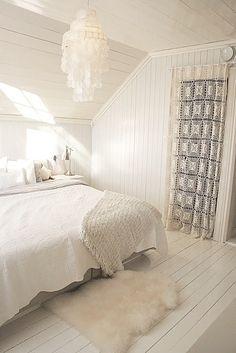 Slaapkamer in warm wit.