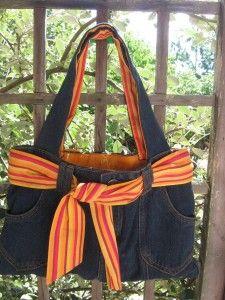 Sacs-à-mans-originaux-–-Recycler-son-vieux-jean-en-sac-à-main-–-La-réalisation. Jeans Fit, Blue Jean Purses, Betsy Johnson Purses, Jean Crafts, Bags For Teens, Couture Sewing, Denim Bag, Printed Tote Bags, Refashion