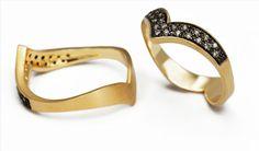 Anel em ouro com aplicação de ródio negro e diamantes | CFAC4826