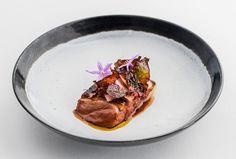 Peter Gilmore   Anatra, rapa rosa in salamoia, miso e foglia di amaranto bruciata   foto Nikki To   Quay Restaurant - Sydney