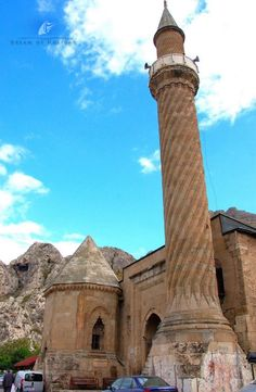 Historical buildings in Amasya – Dream Of Holiday – Join the world of pin Mosque Architecture, Historical Architecture, Art And Architecture, Republic Of Turkey, Capadocia, Beautiful Mosques, Hagia Sophia, Islamic World, Turkey Travel