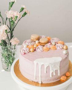 """@tiiasa_ julkaisi Instagram-profiilissaan: """"Kakku rippijuhliin. Väritoive laventeli, täytteenä kinuskimousse ja tuoreet vadelmat. ✨ Monet…"""" Monet, Desserts, Instagram, Food, Cake Ideas, Dessert Ideas, Tailgate Desserts, Deserts, Essen"""
