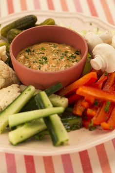 Devos Lemmens | Sauce dip 4 herbesIngrédients pour 4 personnes : 8 cuillères à soupe de sauce cocktail D&L 1 c. à s. de persil ciselé 1 cuillère à soupe d'estragon haché 1 cuillère à soupe de basilic haché 1 cuillère à soupe de cerfeuil Sauce Cocktail, C'est Bon, Cantaloupe, Dips, Fruit, Food, Parsley, Basil, Recipes