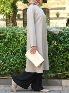 Simplicity at its finest, the Felicity Tunic is one wardrobe staple you don't want to be caught without this season. The long cut and flattering silhouette of this top, in addition to the lightweight durability of our new Lyocell and cotton blend, make this a year-round go-to piece. Wear it with our loose wide-leg Pants and a coordinating hijab for pairing perfection!