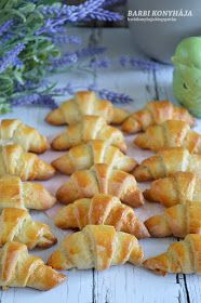 Barbi konyhája: Kiflicskék Cantaloupe, Bakery, Rolls, Fruit, Cookies, Ethnic Recipes, Food, Cook Books, Buns