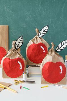 DIY apple brown bags - love this kids back-to-school activity!