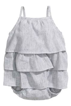 Frilled romper suit: CONSCIOUS. Romper suit in a linen and cotton weave with narrow shoulder straps, frills, press-studs at the crotch and elasticated hems. The cotton content of the romper suit is organic.