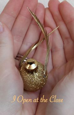 do it yourself divas: DIY: Harry Potter Snitch Ornament, so cute!!! Next years tree should be Harry Potter! - Note: pinned on here for my Guider friends who love everything Harry Potter. :)