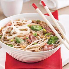 Le doux bouillon de la soupe tonkinoise, rien de tel pour satisfaire nos envies de mets à l'asiatique! Asian Recipes, Healthy Recipes, Ethnic Recipes, Healthy Soups, Great Recipes, Favorite Recipes, Salty Foods, Exotic Food, Food Trends