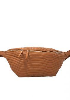 Τσάντα μέσης και ώμουMiss Pinky μεγάλη χιαστί καπιτονέ. Ητσάντακάνει σχέδιο στο μπροστινό μέρος καπιτονέ με ραφές που την κάνει ιδιαίτερη Picnic, Basket, Womens Fashion, Bags, Handbags, Picnics, Women's Fashion, Woman Fashion, Bag