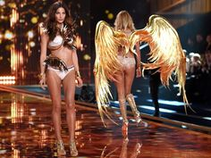 The world just stops whenever Victoria's Secret models walk the bubbliest runway wearing little more than their lingerie and a set of wings. Victorias Secret Models, Victoria Secret Fashion Show, Chill Songs, Flirting Tips For Guys, Victoria's Secret, Ideal Body, Lose Body Fat, Body Motivation