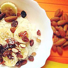 Lekkie śniadanie lub lunch. Bananowo-migdałowo-kokosowo :)