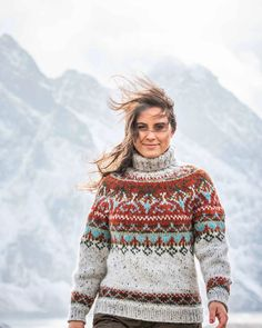 Alasuq polar in size small is one of the sweaters I will be listing in my Etsy shop today at lokal time (link in bio)! Vintage Sweaters, Cozy Sweaters, Icelandic Sweaters, Nordic Sweater, Vintage Inspired Outfits, Sweater Design, Knitting Designs, Sweater Fashion, Christmas Sweaters