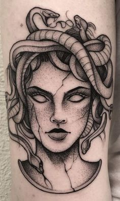 - Are you thinking about getting a Medusa tattoo or wondering why Medusa tattoos are so popular? This article is all about Medusa tattoos and their meanings. Dope Tattoos, Hand Tattoos, Body Art Tattoos, Girl Tattoos, Small Tattoos, Sleeve Tattoos, Thigh Tattoos, Finger Tattoos, Tattos