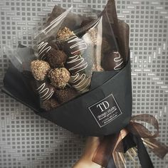 Strwberries with chocolate Food Bouquet, Candy Bouquet, Chocolate Covered Treats, Chocolate Gifts, Edible Bouquets, Chocolate Bouquet, Chocolate Packaging, Edible Arrangements, Candy Gifts