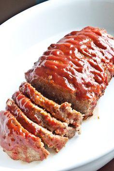 Super easy and tasty turkey meatloaf. KendraRushing Super easy and tasty turkey meatloaf. Super easy and tasty turkey meatloaf. Ground Turkey Meatloaf, Ground Turkey Recipes, Ground Beef, Turkey Loaf, Ground Chicken, I Love Food, Good Food, Yummy Food, Tasty