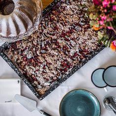 Kaffeeklatsch? ☕🥐 Die eva,ALM ist der beste Ort um in Saalbach Hinterglemm nach dem Skifahren, Wandern oder Biken einen Stopp einzulegen. Unsere Lieblingskuchen frisch aus aus der eva,ALM oder eva,VILLAGE Hotel Küche. Kuchen, Torten, Strudel - alles was das Dessert-Herz höher schlagen lässt. Die perfekte Kaffee-Pause. #evamoments Restaurant, Pause, Strudel, Animal Print Rug, Beverages, Food, Decor, Coffee Meeting, Cool Desserts