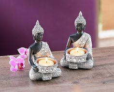 Zwei kunstvolle Buddha-Figuren in Silber und Schwarz, geschmückt mit glänzenden Spiegelplättchen dienen als Teelichthalter #deko #teelicht #buddha #home #weltbild