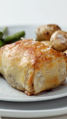 Mini Beef Wellington Tastemade Mini Beef Wellington For a right-sized beef wellington, try these quarter pound tenderloins wrapped with prosciutto and mushroom duxelles in a perfectly puffed pastry. Mini Beef Wellington, Wellington Food, Chicken Wellington, Recipe For Beef Wellington, Beef Wellington Recipe Without Mushrooms, Gordon Ramsay Beef Wellington, Individual Beef Wellington, Meat Recipes, Cooking Recipes