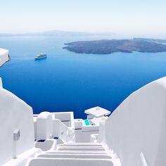 White Steps down to the Beach in Santorini Greece Santorini House, Santorini Hotels, Santorini Island, Santorini Caldera, Mykonos, Beautiful Islands, Beautiful Places, Places To Travel, Travel Destinations
