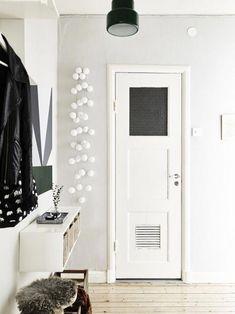 white rooms via stadshem hallwayideas eingang garderobe einstiegstreppe eingangsflur