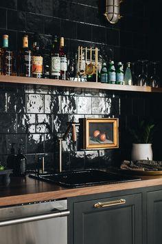Kitchen Wet Bar, Studio Kitchen, Kitchen Tile, Kitchen Design, Kitchen Ideas, Bar Lounge, Home Staging, Home Kitchens, Kitchen Remodel