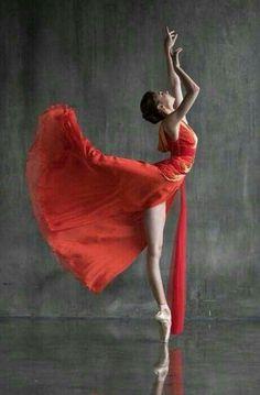 Dressed by Valentin Yudashkin Alena Kovaleva (Bolshoi Ballet). Dressed by Valentin Yudashkin Ballet Poses, Ballet Art, Dance Poses, Ballet Dancers, Ballerinas, People Photography, Art Photography, Ballet Dance Photography, Ballet Images