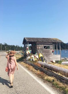 Why you need to add the charming Lummi Island, Washington to your bucket list. This post outlines everything you need to know about the tiny island and all the unique things to do on Lummi Island. #lummiisland #washingtonislands #islandsnearseattle #islandsoffseattle #islandsaroundseattle #lummiislandwa #thingstodoonlummiisland #willowsinn #washingtongetaways Emerald City, City Style, Weekend Getaways, Pacific Northwest, British Columbia, North West, Travel Guides, Great Places, Kayaking